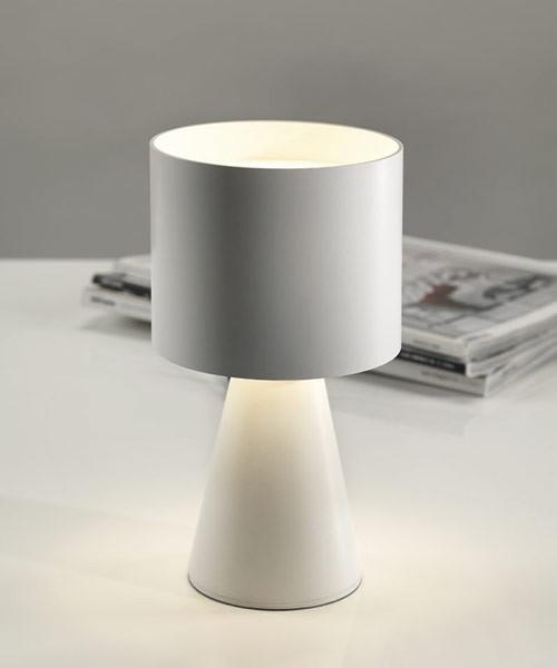 Pan mikka lampada da tavolo moderna a led 2 colori la luceria - Lampada moderna da tavolo ...